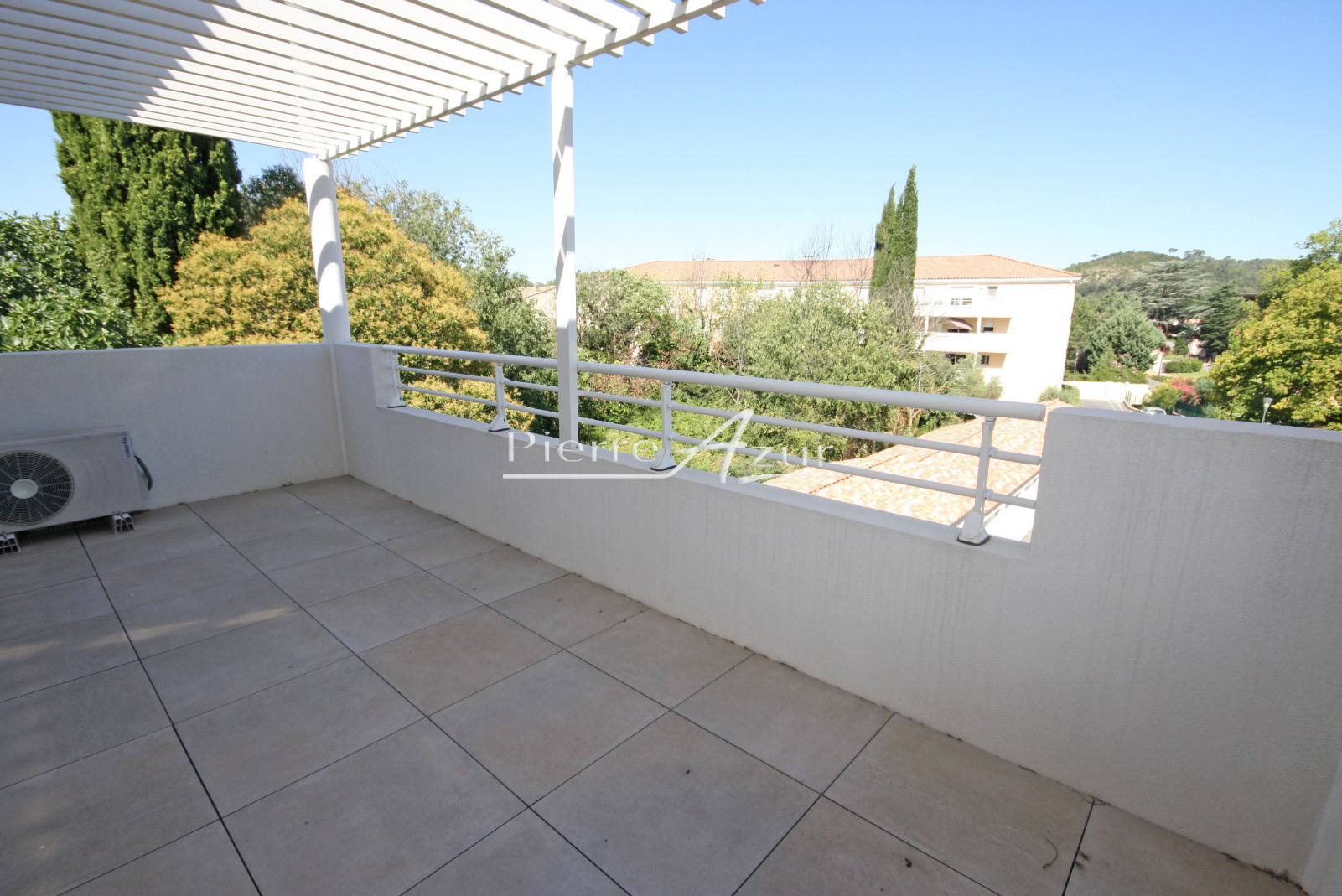 Vente appartement t3 de 65m2 avec terrasse et parking for Terrasse et appartement